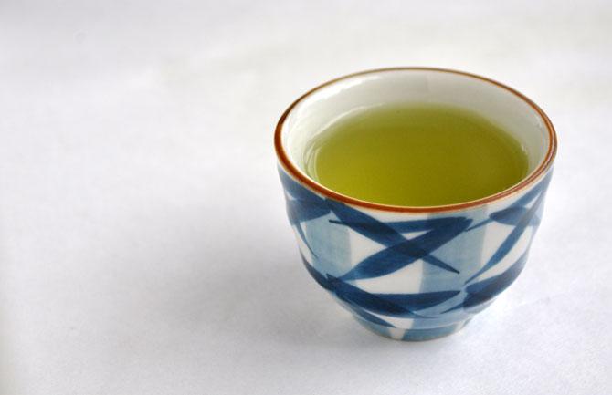 湯呑に煎茶