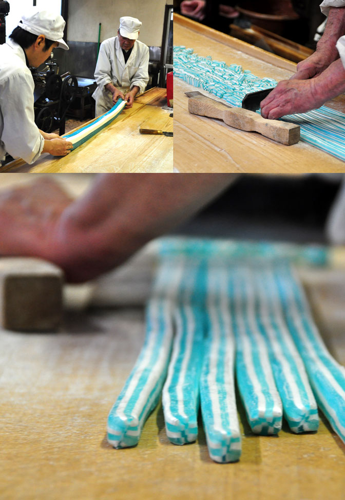 市松飴の製造風景